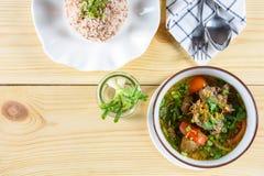Wołowiny polewka z gotowanymi ryż Fotografia Stock