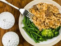 Wołowiny Stroganoff Z Długiego Zbożowego Rice brokułami i fasolkami szparagowymi Zdjęcie Stock