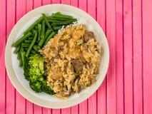 Wołowiny Stroganoff Z Długiego Zbożowego Rice brokułami i fasolkami szparagowymi Obraz Stock