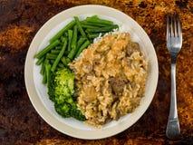 Wołowiny Stroganoff Z Długiego Zbożowego Rice brokułami i fasolkami szparagowymi Zdjęcia Stock