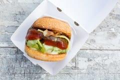 Wołowina hamburger z serem i bekonem Zdjęcie Royalty Free