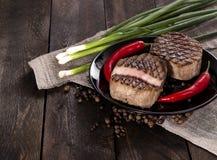 Wołowina stek na drewnianym stole Obrazy Royalty Free