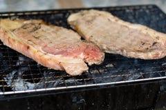 Wołowina stek stawia dalej grilla, wysokich energii foods Wizerunku use dla kucharza w kuchni Obraz Royalty Free