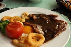 Wołowina stek w talerzu Zdjęcie Stock
