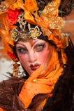 Portrait de femme masqué par orange Images libres de droits
