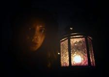 Woan con una lámpara Imágenes de archivo libres de regalías