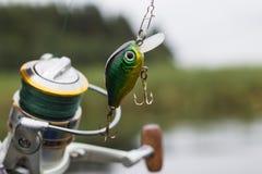 Wobbler plástico del señuelo de la pesca en el giro Fotos de archivo libres de regalías