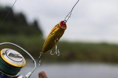 Wobbler plástico del señuelo de la pesca en el giro Foto de archivo libre de regalías