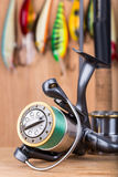 Wobbler y carrete del cebo de pesca con la línea Imagen de archivo libre de regalías