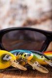 Wobblers удя приманок крупного плана с солнечными очками Стоковое Изображение RF