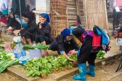 Wochenmarkt an jedem Sonntag durch Minderheit Vietnameseleute lizenzfreies stockbild