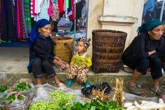 Wochenmarkt an jedem Sonntag durch Minderheit Vietnameseleute stockbilder