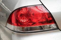 Wod krople na samochodzie na samochodu plecy zaświecają Zdjęcia Royalty Free