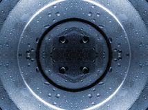 Wod krople na stalowym talerzu Zdjęcia Stock