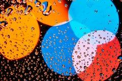 Wod krople Padają Błękitnego Szklanego tło Fotografia Royalty Free