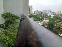 Wod krople przez podeszczowego roztrzaskanie przeglądu Zdjęcie Stock