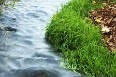 Woda, góry, przepływ Obrazy Stock