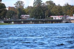 Woda i most Saints Petersburg Rosja zdjęcia stock