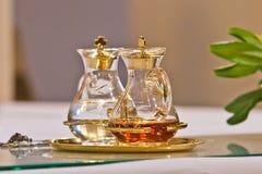 Woda i wino na ołtarzu przygotowywającym dla masy fotografia royalty free