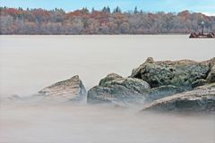 Woda na skałach: Hamilton schronienie przy mola 4 parkiem Fotografia Stock