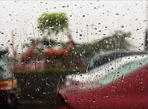 Woda na szklanym okno fotografia stock