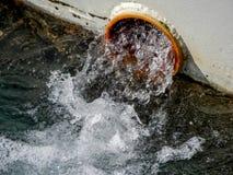 Woda płynie od tubki na łusce statek zdjęcie royalty free