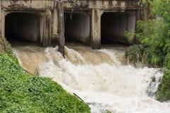 Woda Płynie Pod mostem Zdjęcie Stock