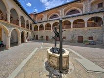 Woda pitna dobrze na podwórzu monaster zdjęcie royalty free
