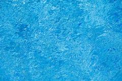 Woda pluskocze teksturę w pływackim basenie Obraz Royalty Free