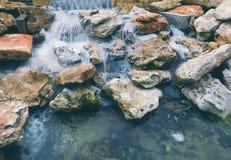 Woda przepływy fotografia stock