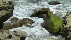 Woda spotyka skały Obrazy Royalty Free