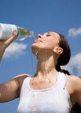 woda trinking młodych kobiet Obraz Stock