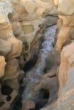 Woda w antycznych skałach blisko Tsavo parka narodowego, Kenja, Afryka Obraz Royalty Free