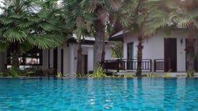 Woda w basenie przy hotelem zdjęcie wideo