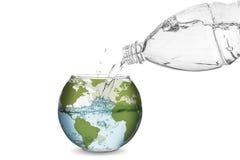 Woda w kula ziemska pucharze Obrazy Royalty Free