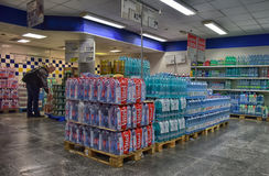 Woda w supermarkecie Obraz Royalty Free