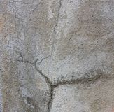 Woda z pęknięć cementowe ściany obrazy stock