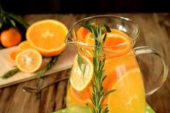 Woda z pomarańcze, cytryną i mandarynką, fotografia royalty free