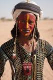 Wodaabe-Mann im traditionellen Kostüm, Heilung Salee, Niger Lizenzfreie Stockfotografie