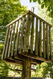 Wodden树上小屋在夏天 免版税库存图片