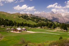 Wodden-Häuser in den Dolomit Lizenzfreie Stockfotos
