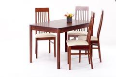Wodden Tabelle und Stühle Lizenzfreie Stockbilder