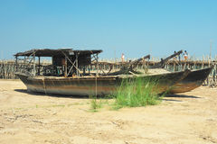Woden-Boote auf dem Strand stockbild