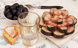 Wodka en snack. Stock Afbeeldingen