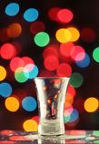 Wodka geschossen - ein leeres Glas Stockfotos