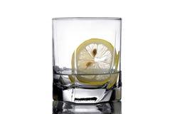 Wodka mit einer Zitrone Stockbild