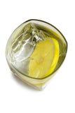Wodka op de rotsen met citroen Royalty-vrije Stock Fotografie