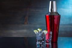 Wodkadranken met citroen en kalk Stock Fotografie