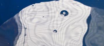 Wodna fala z lotniczymi bąblami Zdjęcia Royalty Free