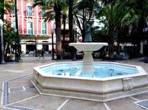 Wodna fontanna po środku kwadrata dzwonił Glorietę w Elche mieście, Alicante, Hiszpania obraz stock
